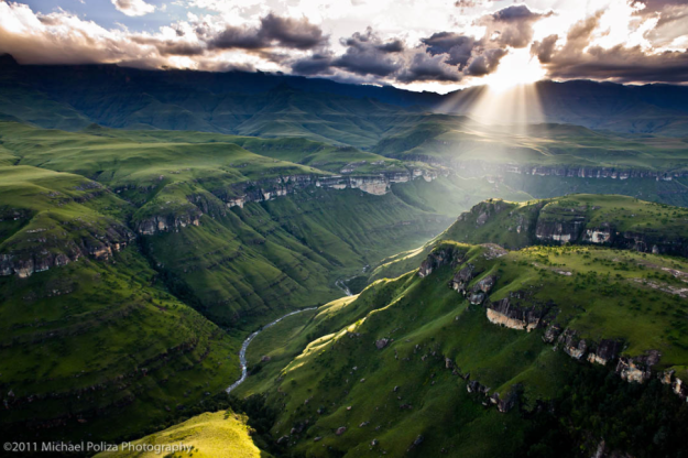 Explore the Drakensberg mountains, Photo credit: Michael Poliza on 500px.com
